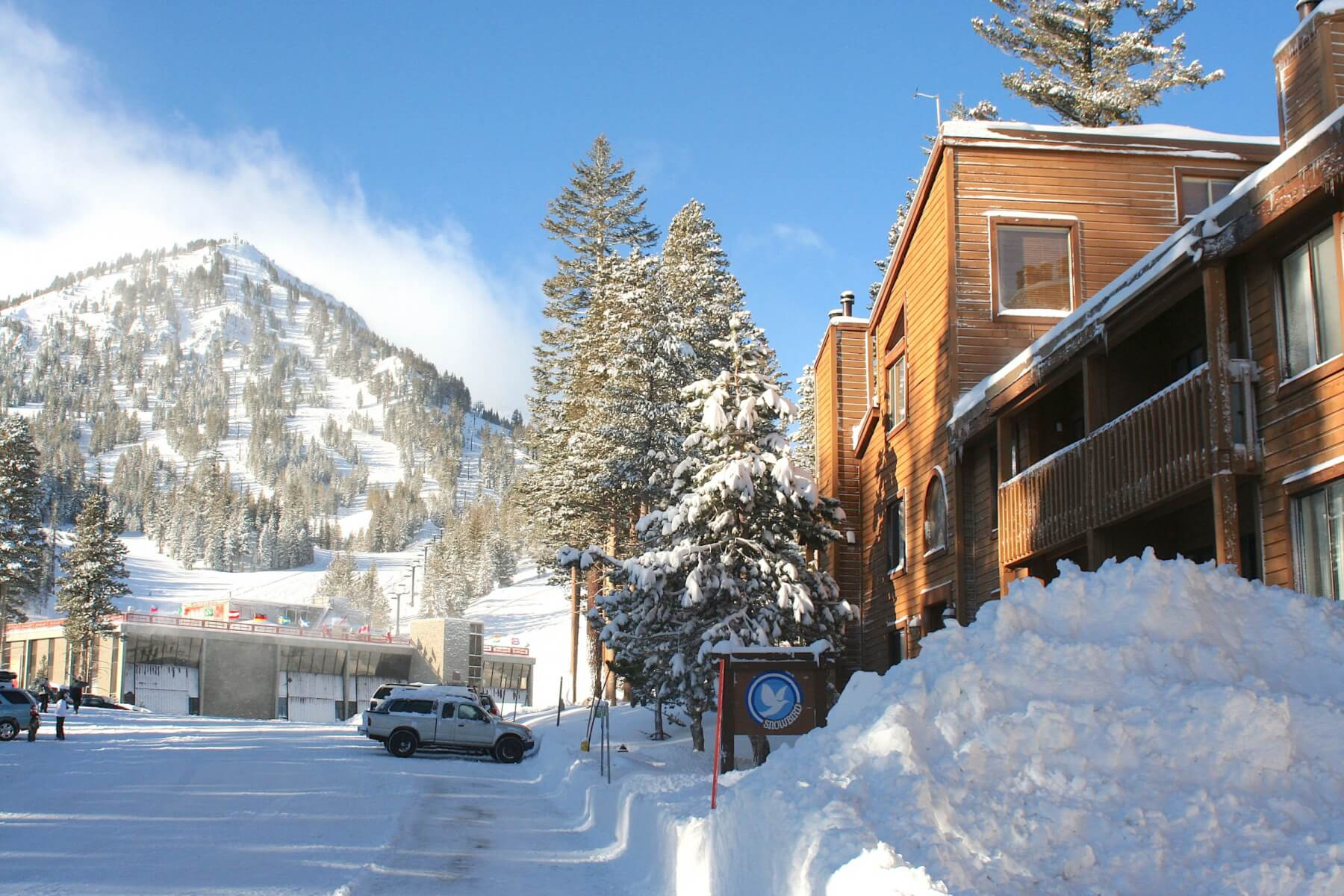 9-Just Steps to Mammoth Mountain – Snowbird Condos