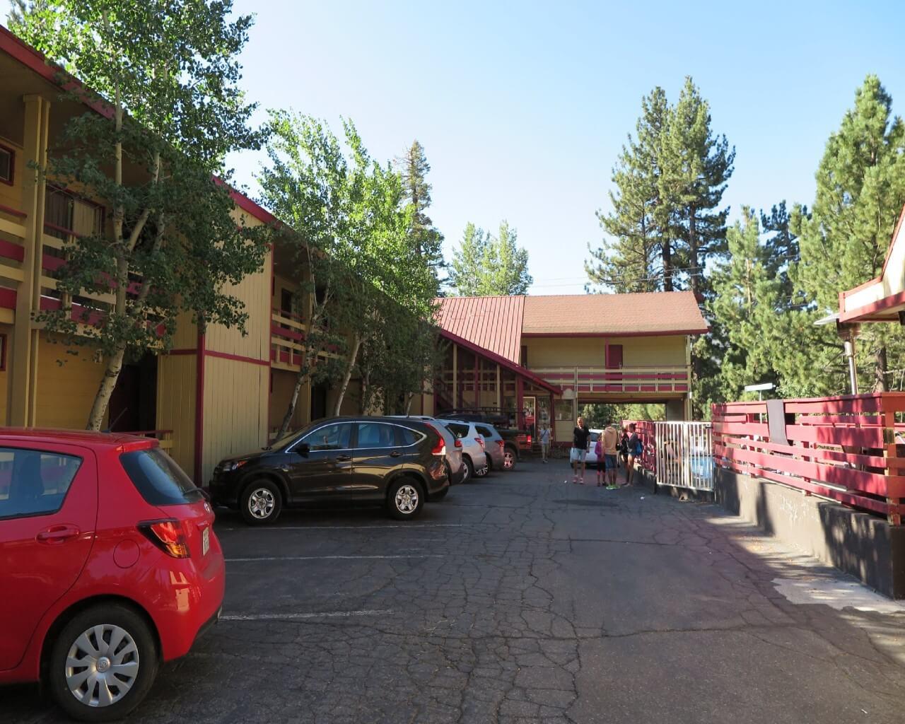 Ventura Grand Inn_Exterior_Parking
