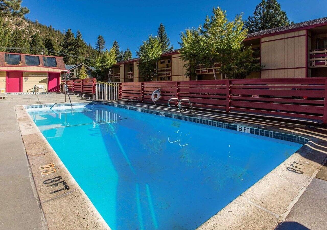 Ventura Grand Inn_Exterior_Pool