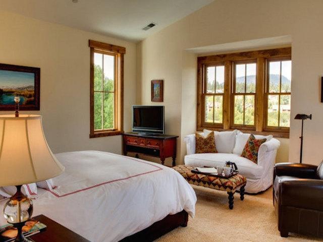 listing_393-2296_Snowcreek-Resort